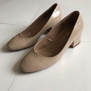 Women's shoes  block size 5.5